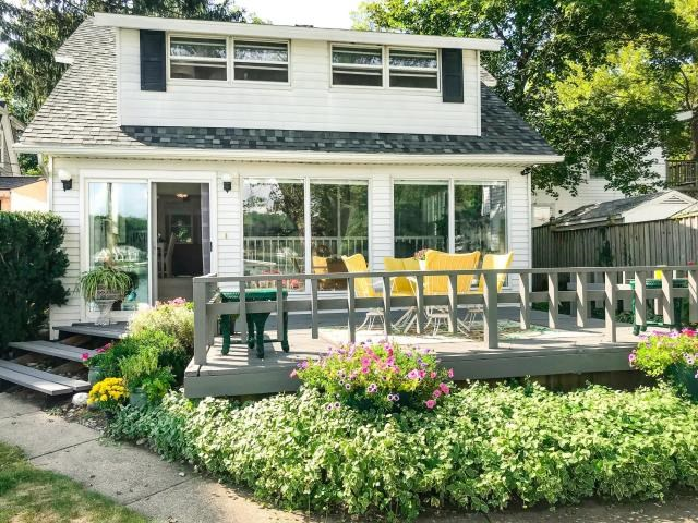 Cozy 3 bedroom Cape Cod with frontage on Gull Lake