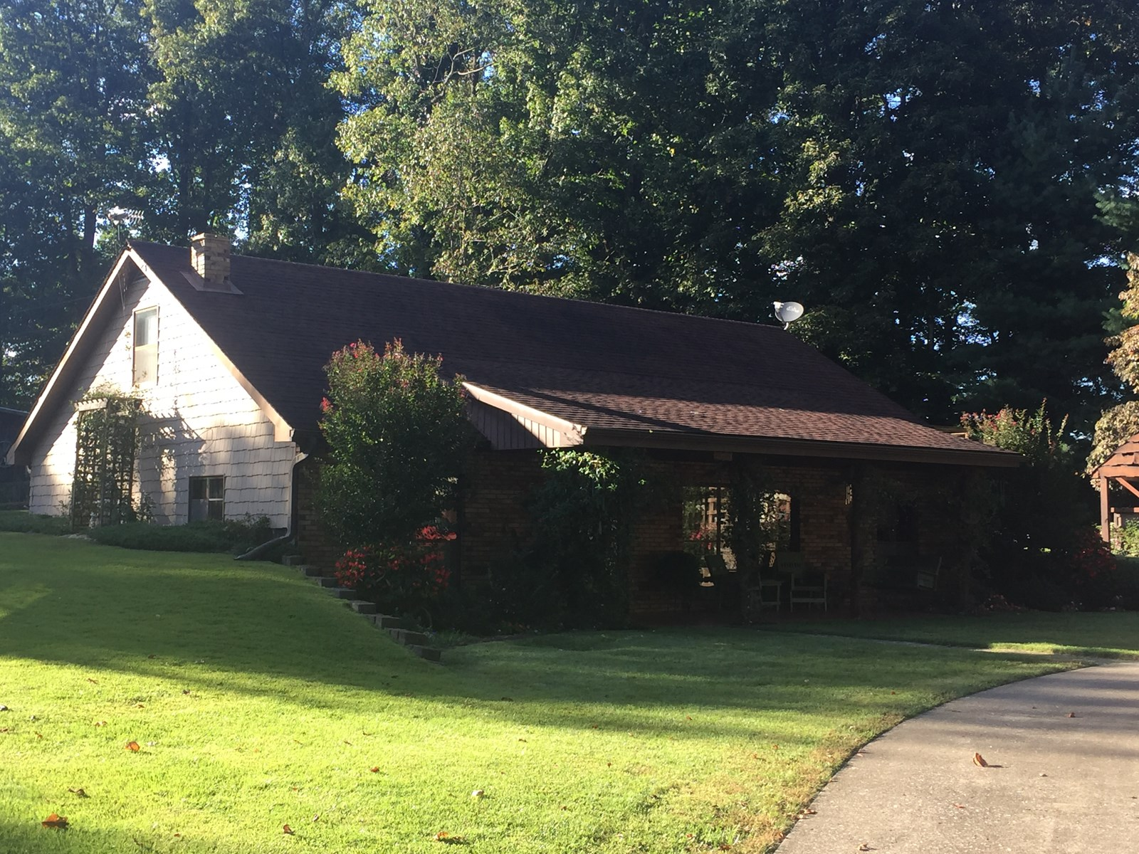 PRICE REDUCED!!! HOME WITH 3 CAR GARAGE/BARN - LIBERTY, KY.