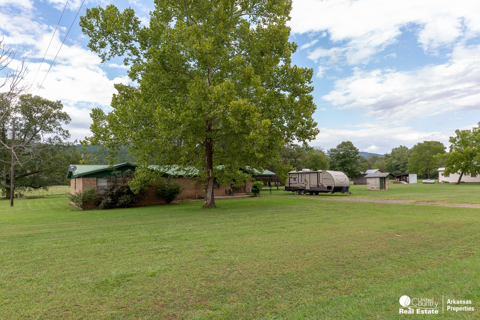 Home for Sale in Arkansas with small acreage