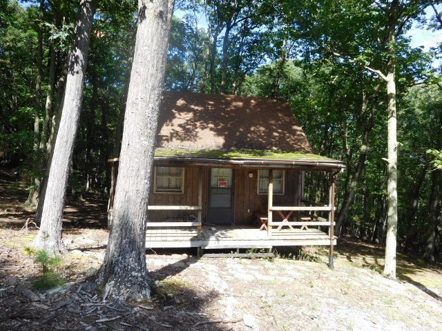 Cabin on 2.75 acres in Augusta, WV