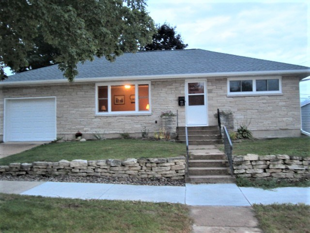 Adorable Home Right by Park in Portage WI