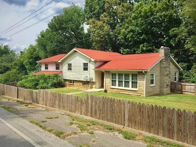 702 Thompkinsville Hwy, Moss TN 66 acre farm for sale