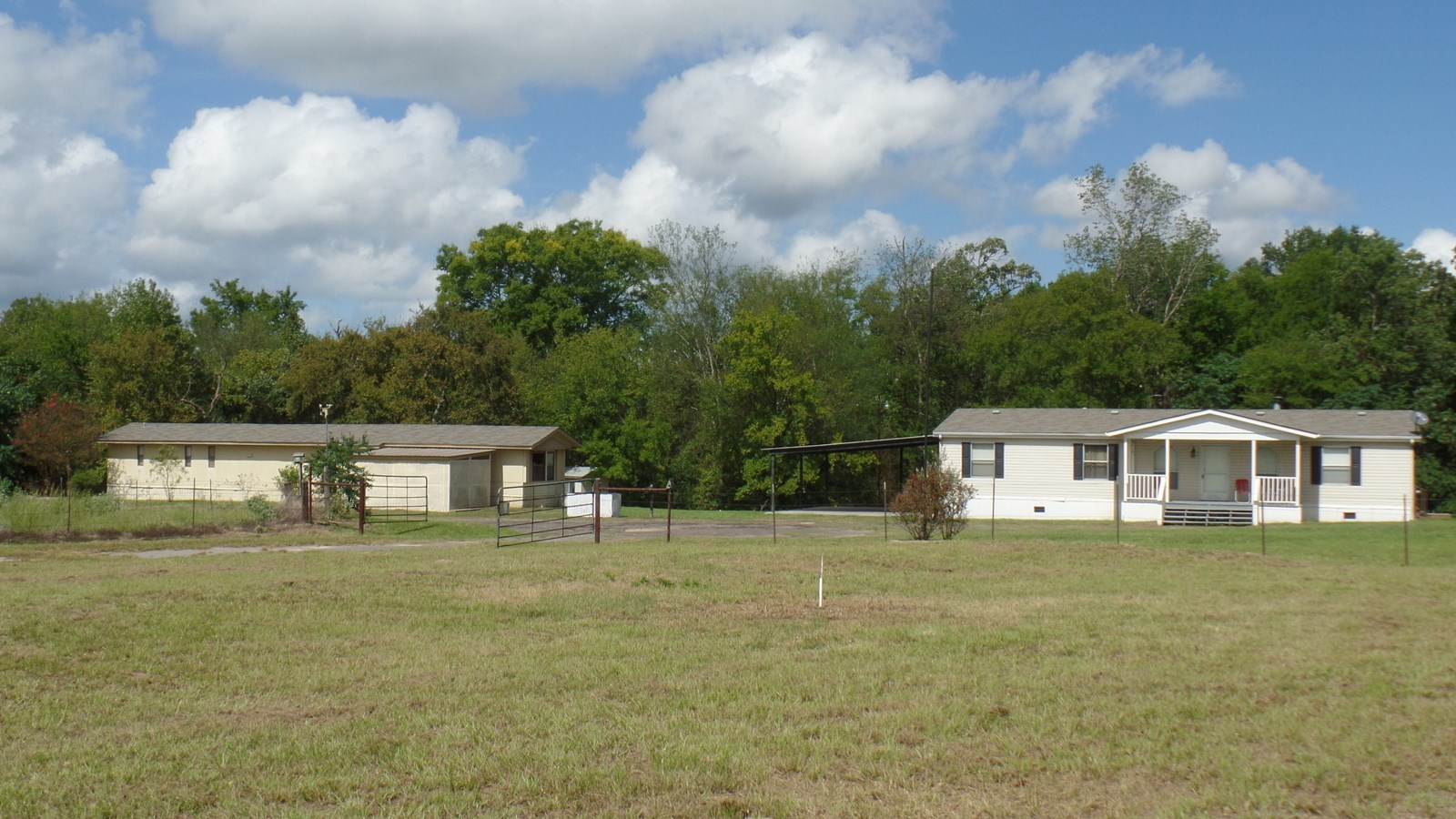 2 HOMES  10 ACRES - EAST TX COUNTRY HOMES - INCOME POTENTIAL