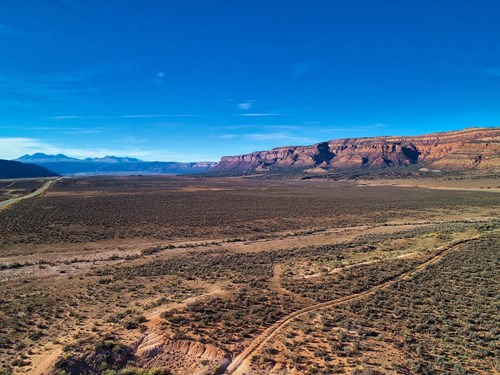Property for sale outside Moab, Utah with mountain views