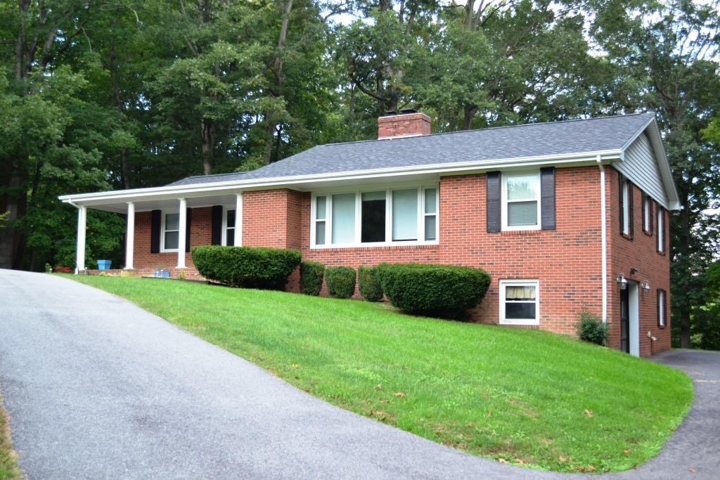 Single Level Living in Brick near Draper, VA