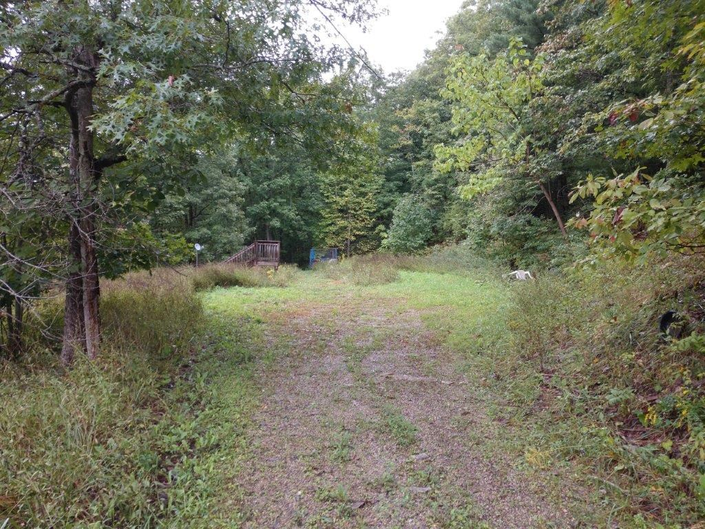 Building Tract with Well, Septic & Garage in Riner VA!