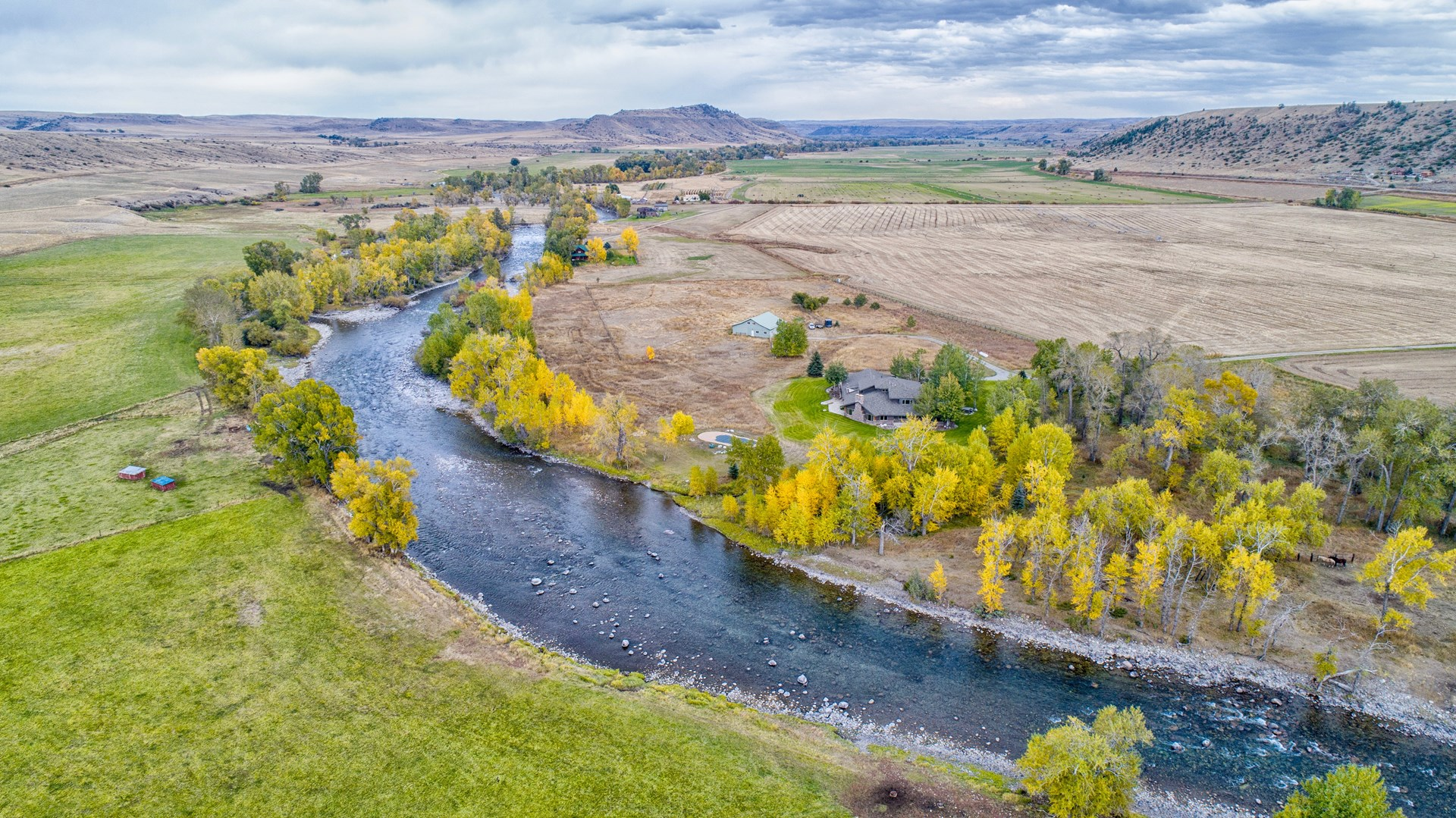 MONTANA RIVERFRONT PROPERTY HOME LODGE FOR SALE LUXURY LAND