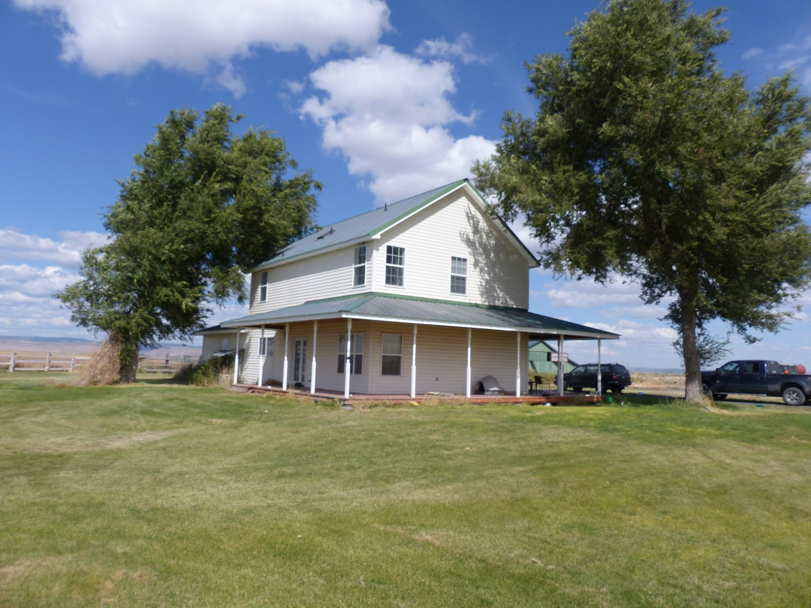LARGE HOME ON 100 ACRES CLOSE TO BURNS OR