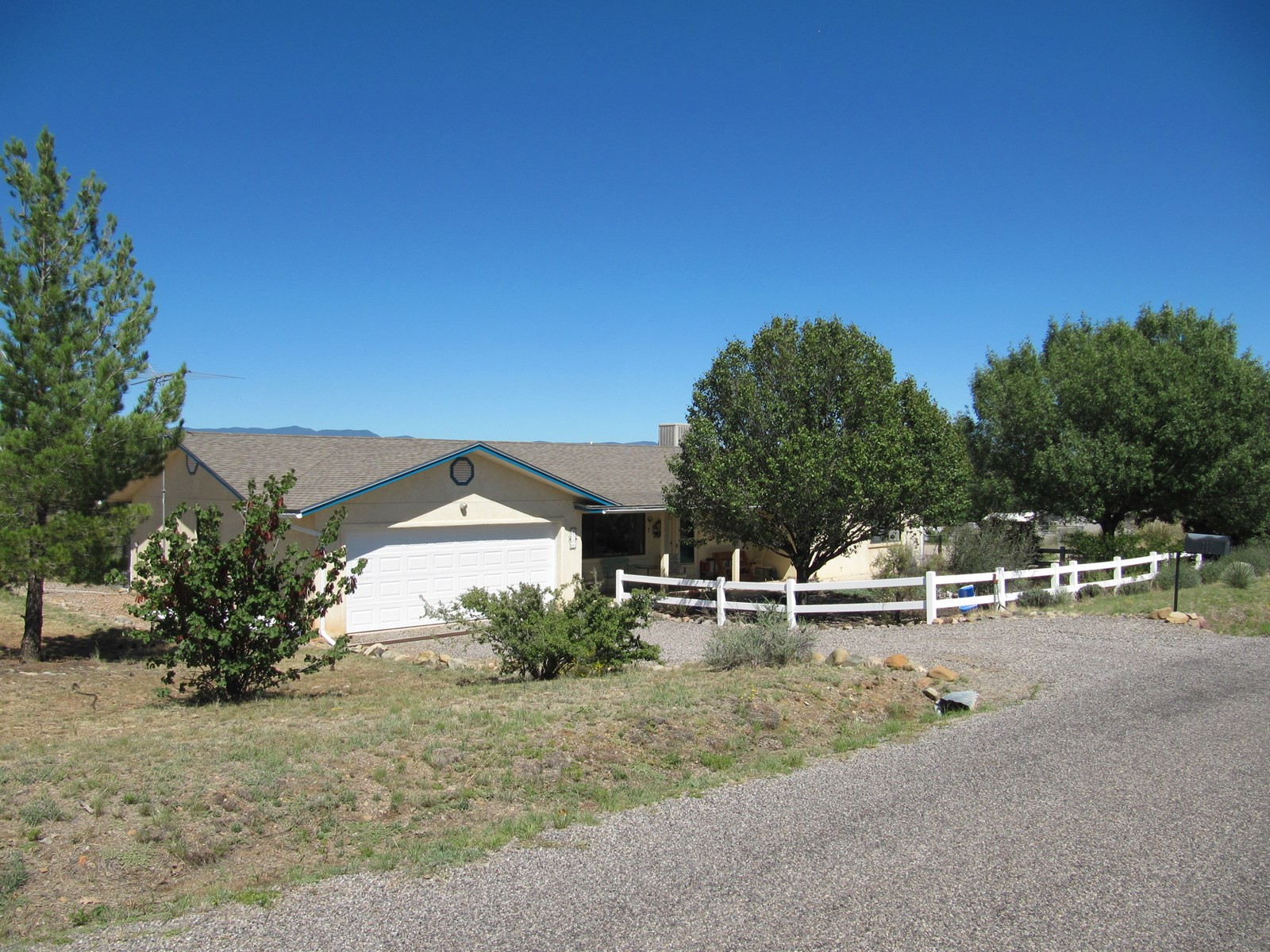 COUNTRY HOME NEAR SILVER CITY - BRING YOUR HORSES!