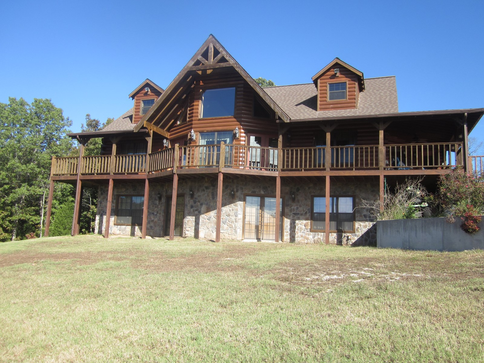 LUXURIOUS LOG HOME FOR SALE IN THE OZARKS,NEAR YELLVILLE, AR