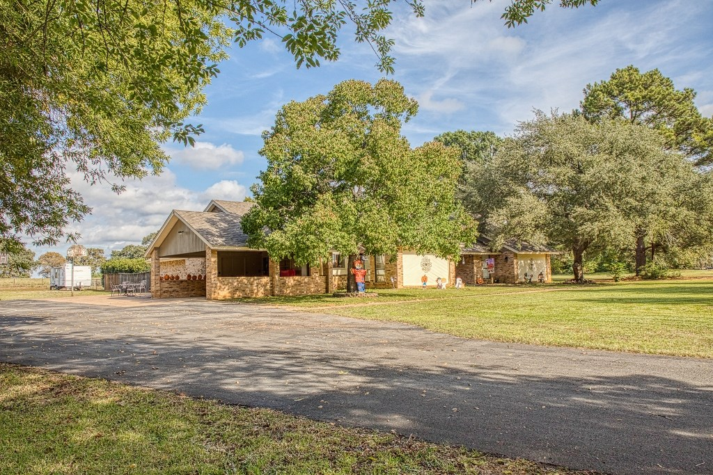 SPACIOUS HOME ON 2 PLUS ACRES IN ELKHART TX