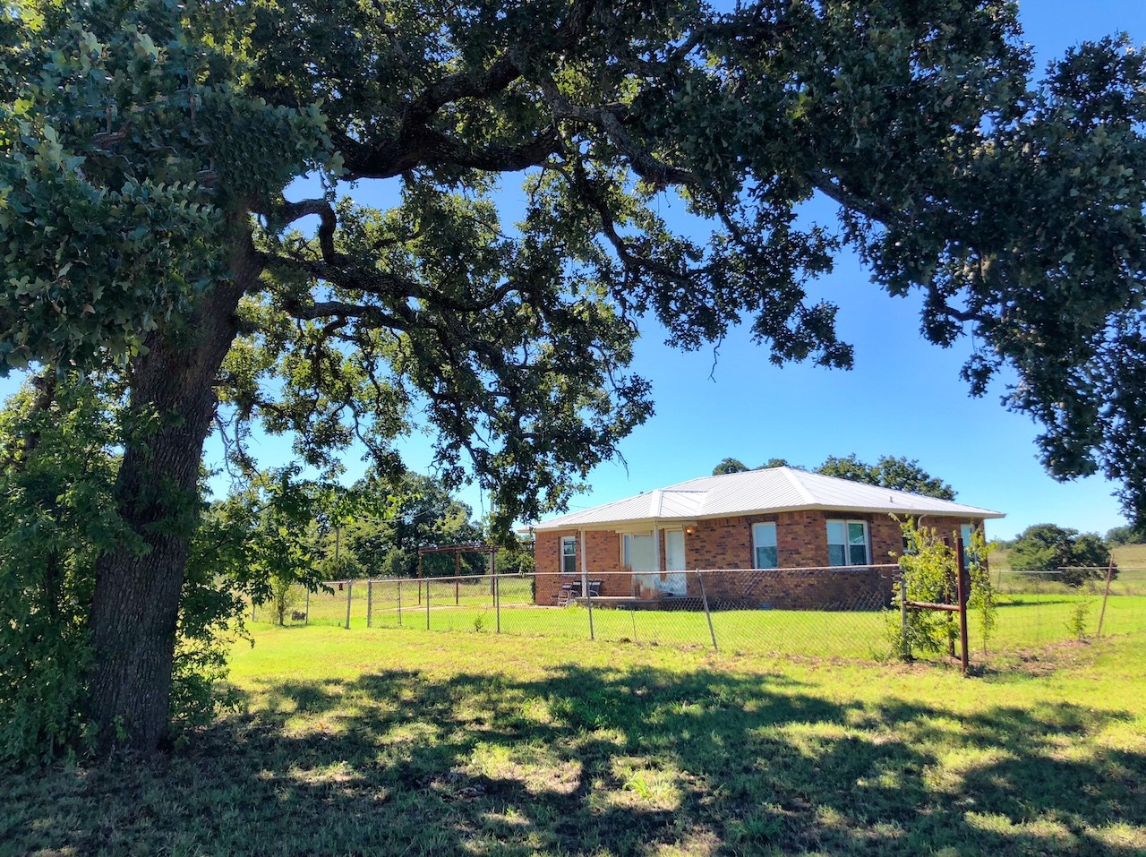 FARMHOUSE ON 101 ACRES/ 7 PONDS WITH PASTURE AND WOODS