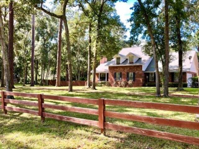 TWO STORY COUNTRY HOME IN CITY LIMITS - Trenton, Florida