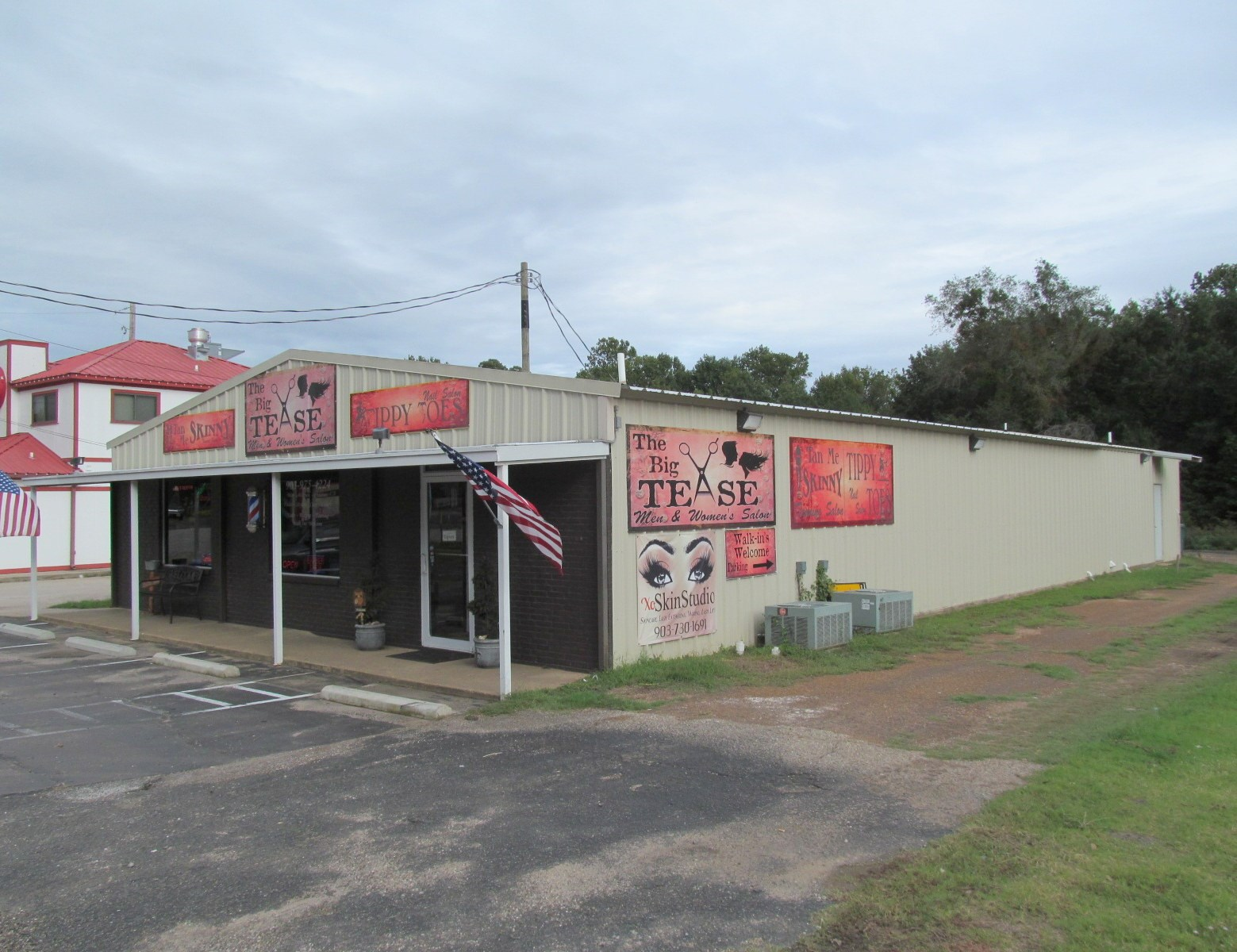 LARGE COMMERCIAL BUILDING FOR SALE WINNSBORO, TEXAS
