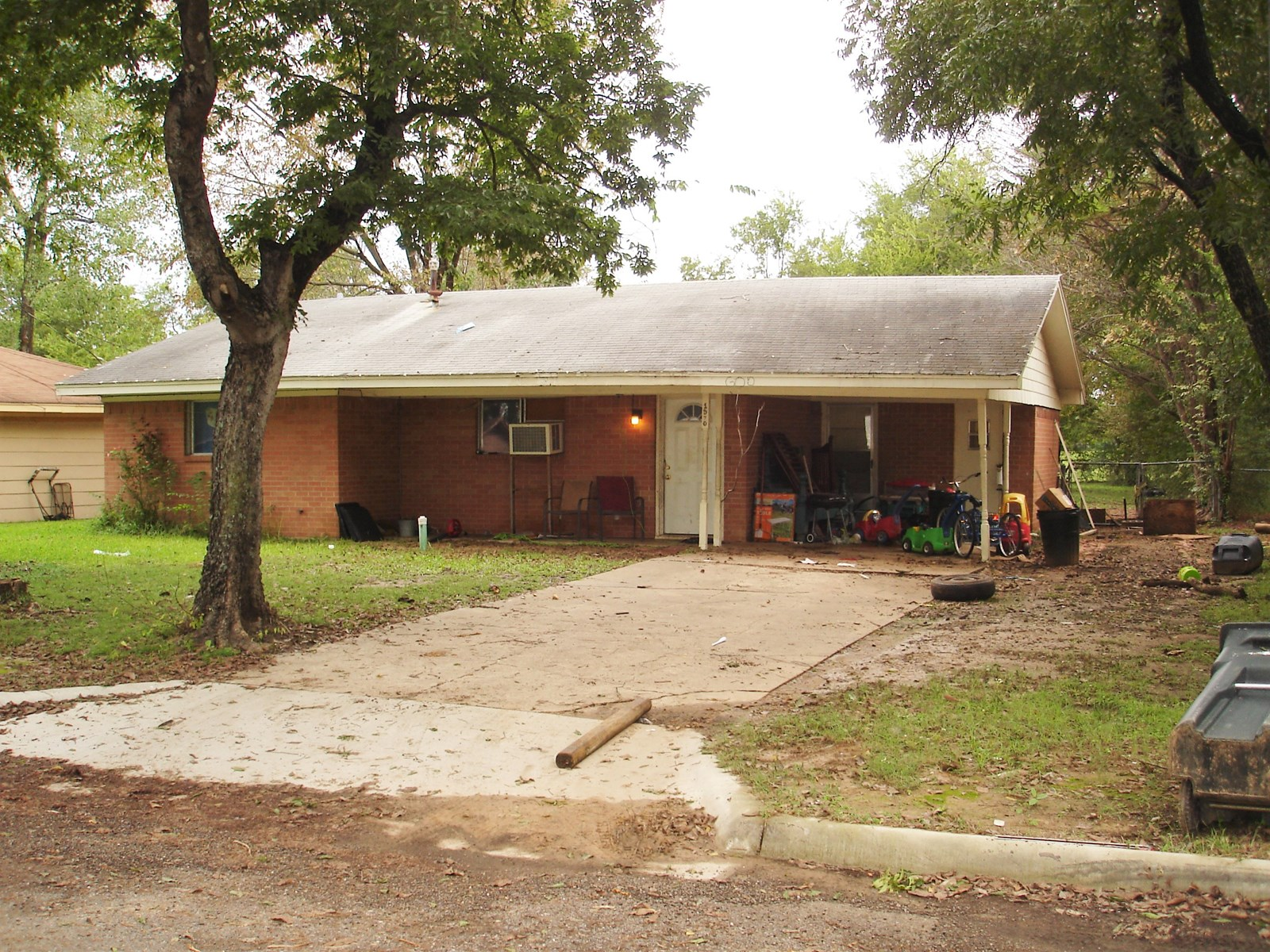 Investment Property Located In Paris Texas