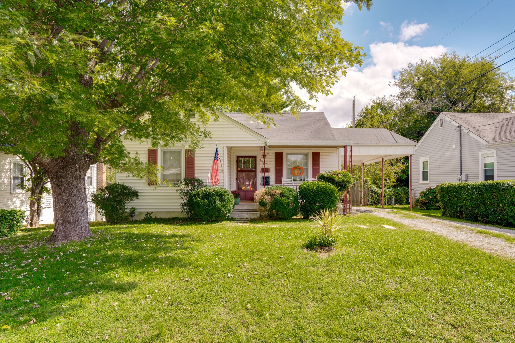 Home in Town for Sale Columbia, Tennessee Maury County