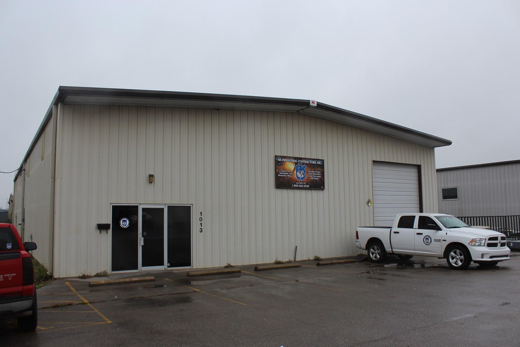 Springdale, Arkansas Office/Warehouse For Sale