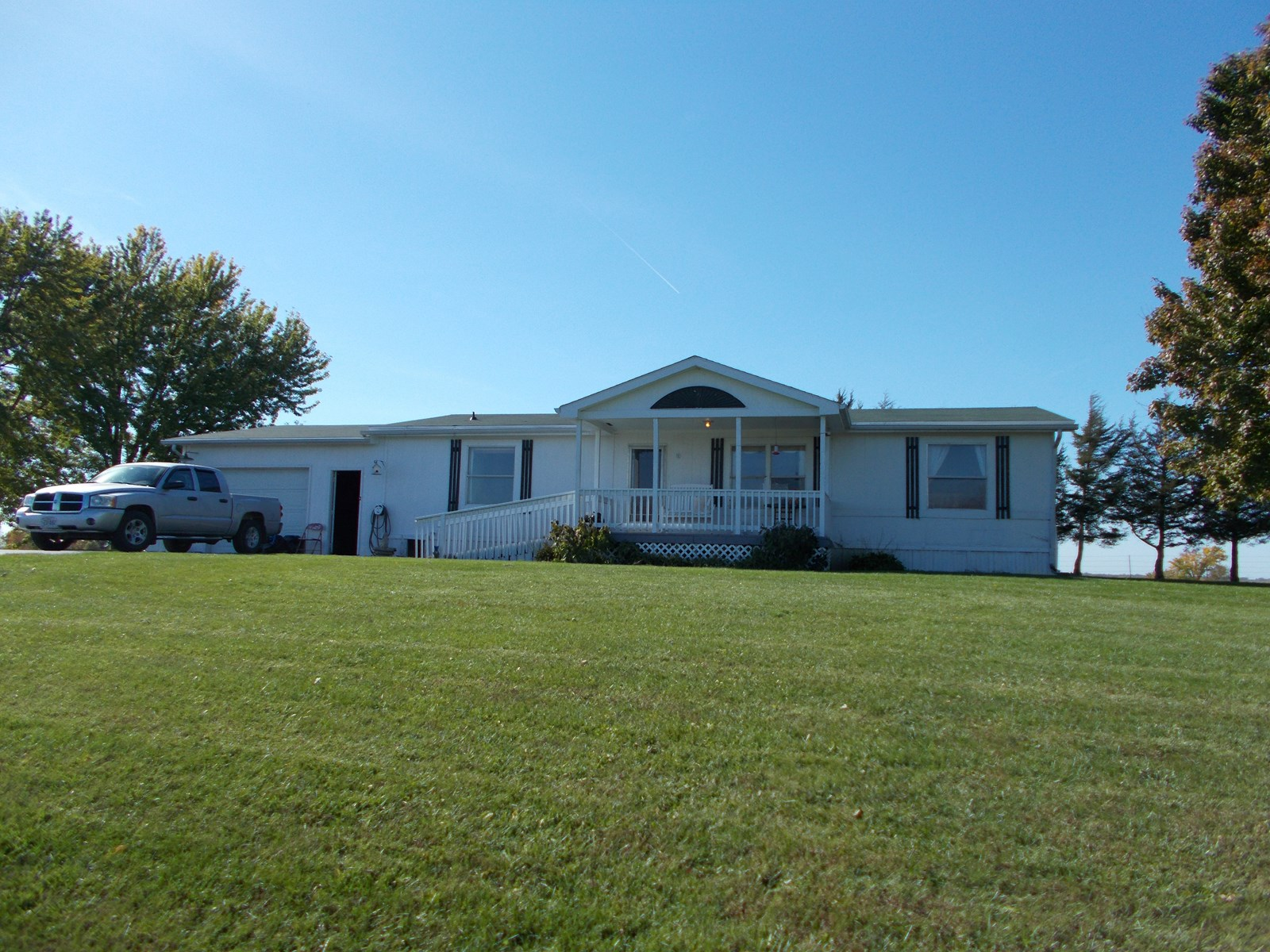 House on 1.3 Acres, Great View & Location, Albany MO