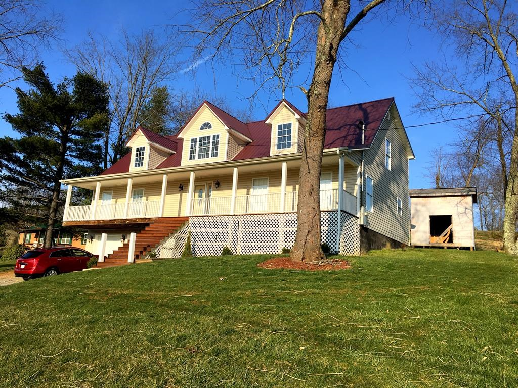 Large Farm Style House For Sale In Glade Spring VA