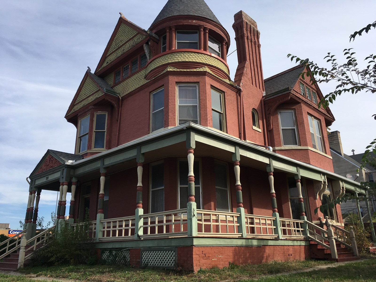 4 Bed Historic Queen Anne Located Near Downtown
