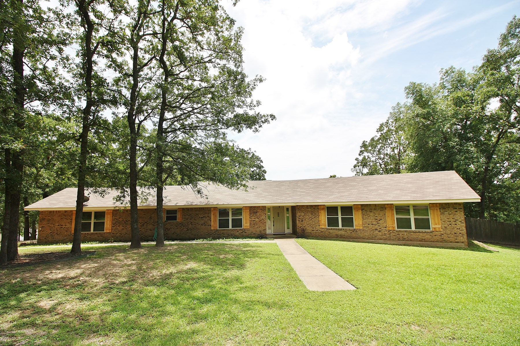 Updated Custom Home for Sale in Buffalo, TX