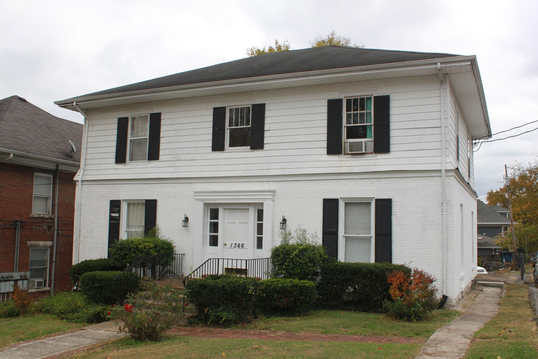 Multi-Unit Apartment Building selling At Auction near WKU Campus.