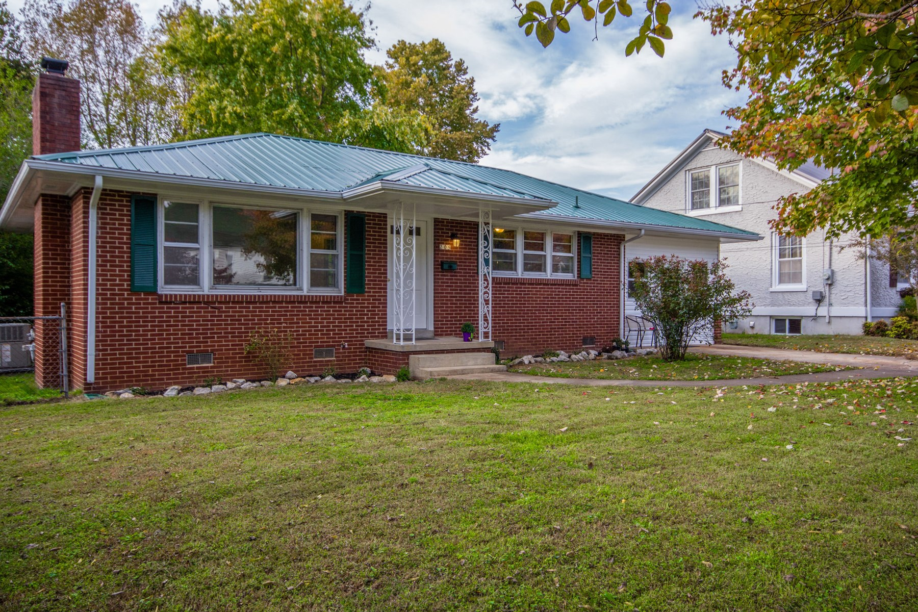 Mount Pleasant Maury County Home in Town For Sale