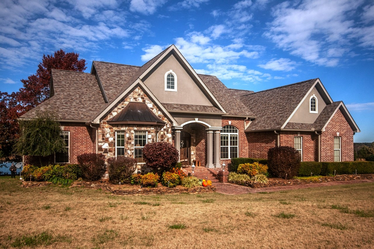 Country estate on 18 acres for sale in North Arkansas
