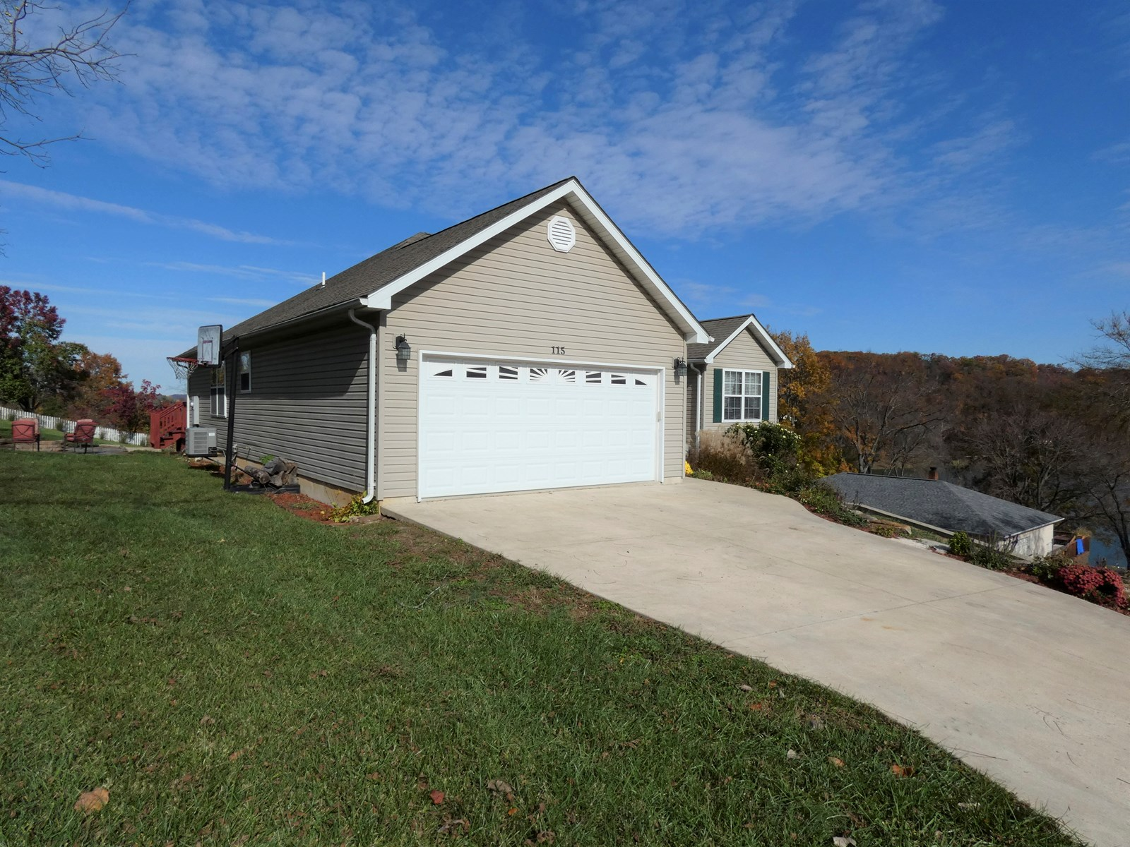 Home with Lake View For Sale in Hermann, MO - See Tal Lake