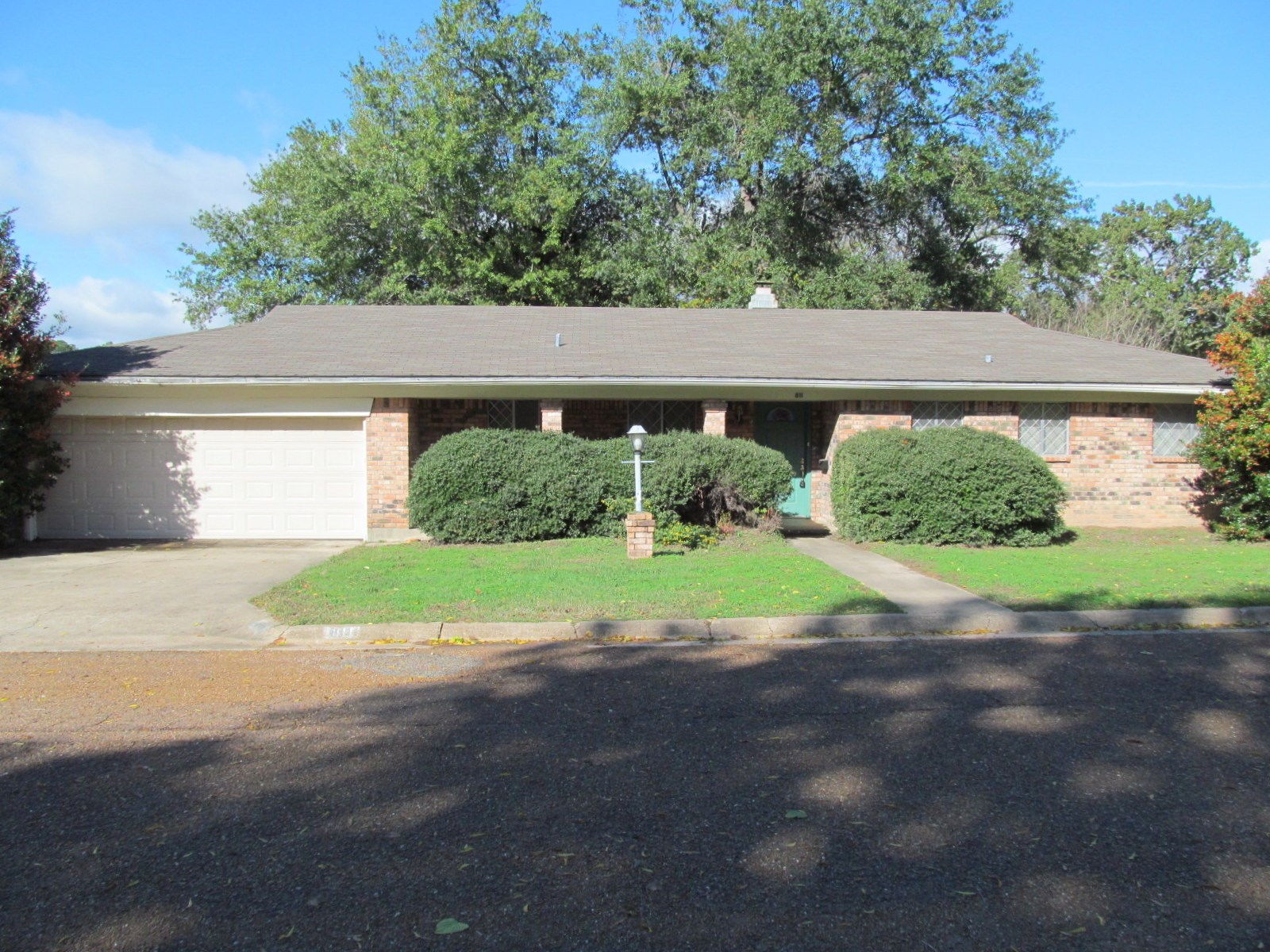 BRICK HOME IN TOWN - WINNSBORO, TEXAS - WOOD COUNTY, TX