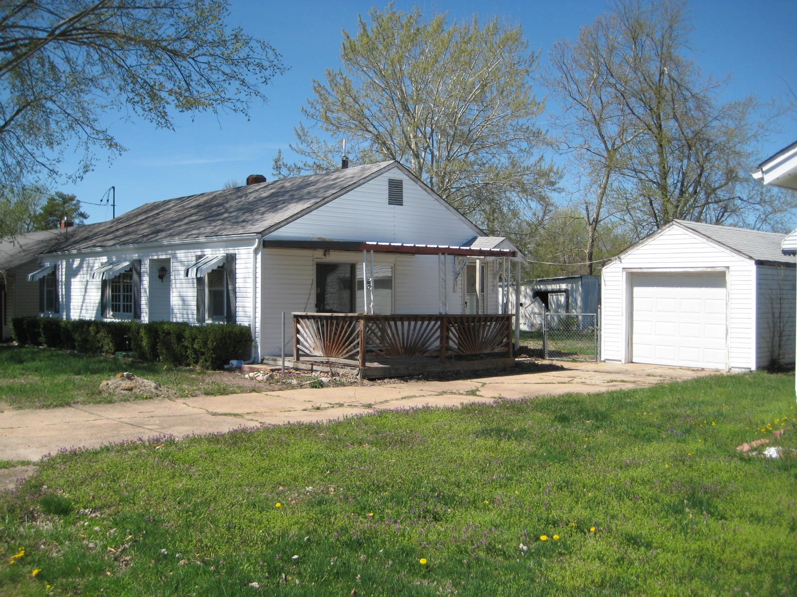 2 Bed 1 Bath Home in Town - Stover Missouri
