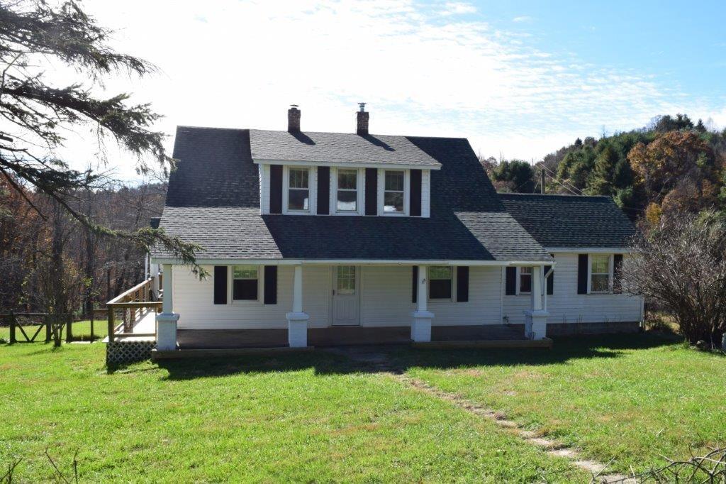 Floyd VA Farm House for Sale Near the Blue Ridge Parkway