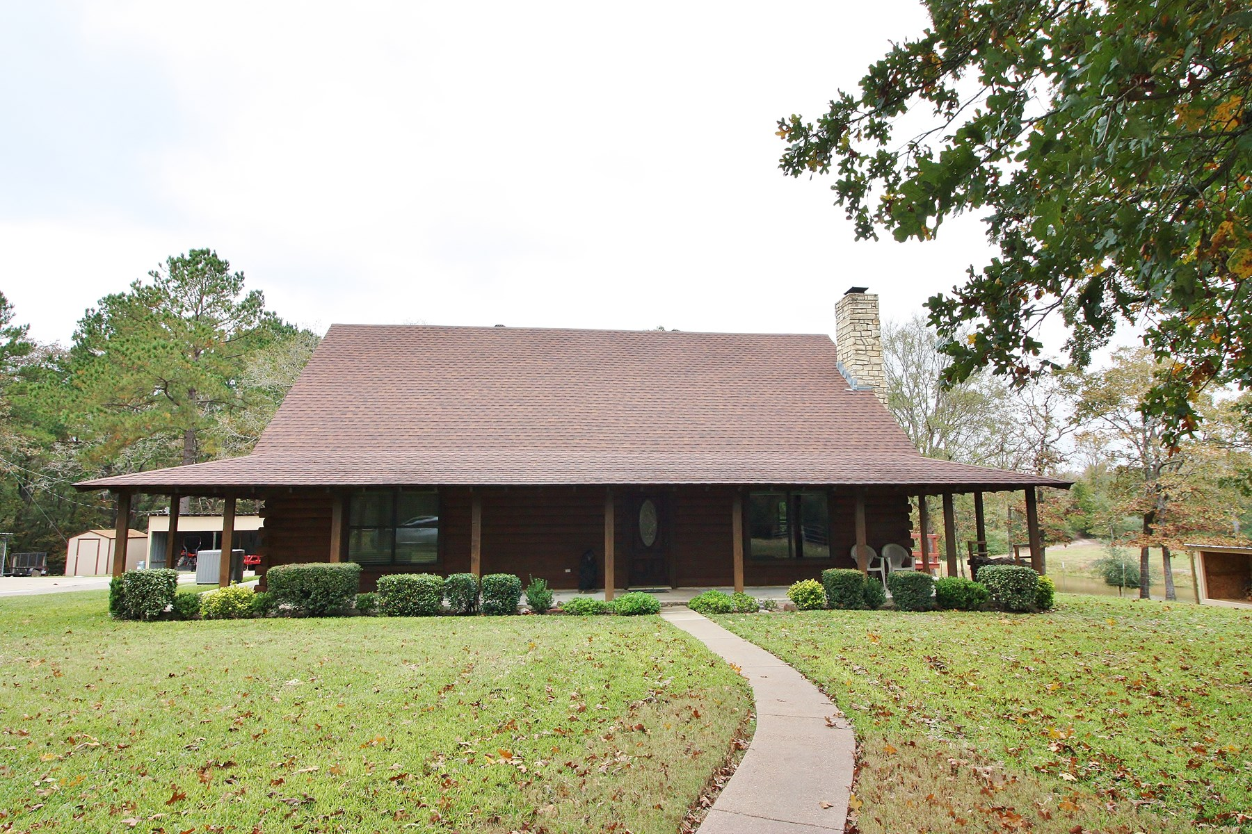 Beautiful Log Home For Sale in Freestone County, TX