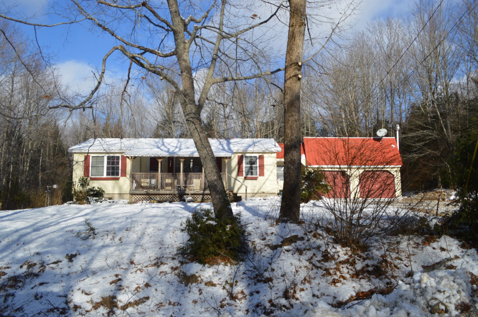 Country Home For Sale in Lincoln Maine