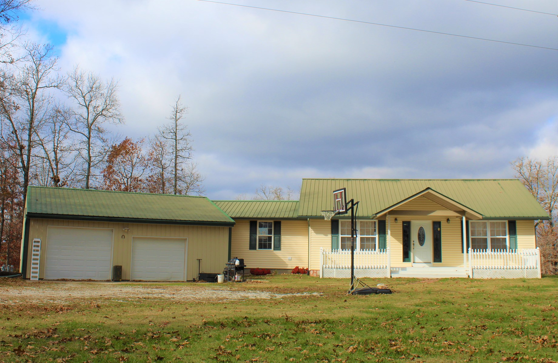 Country Home with Acreage for Sale in The Missouri Ozarks!