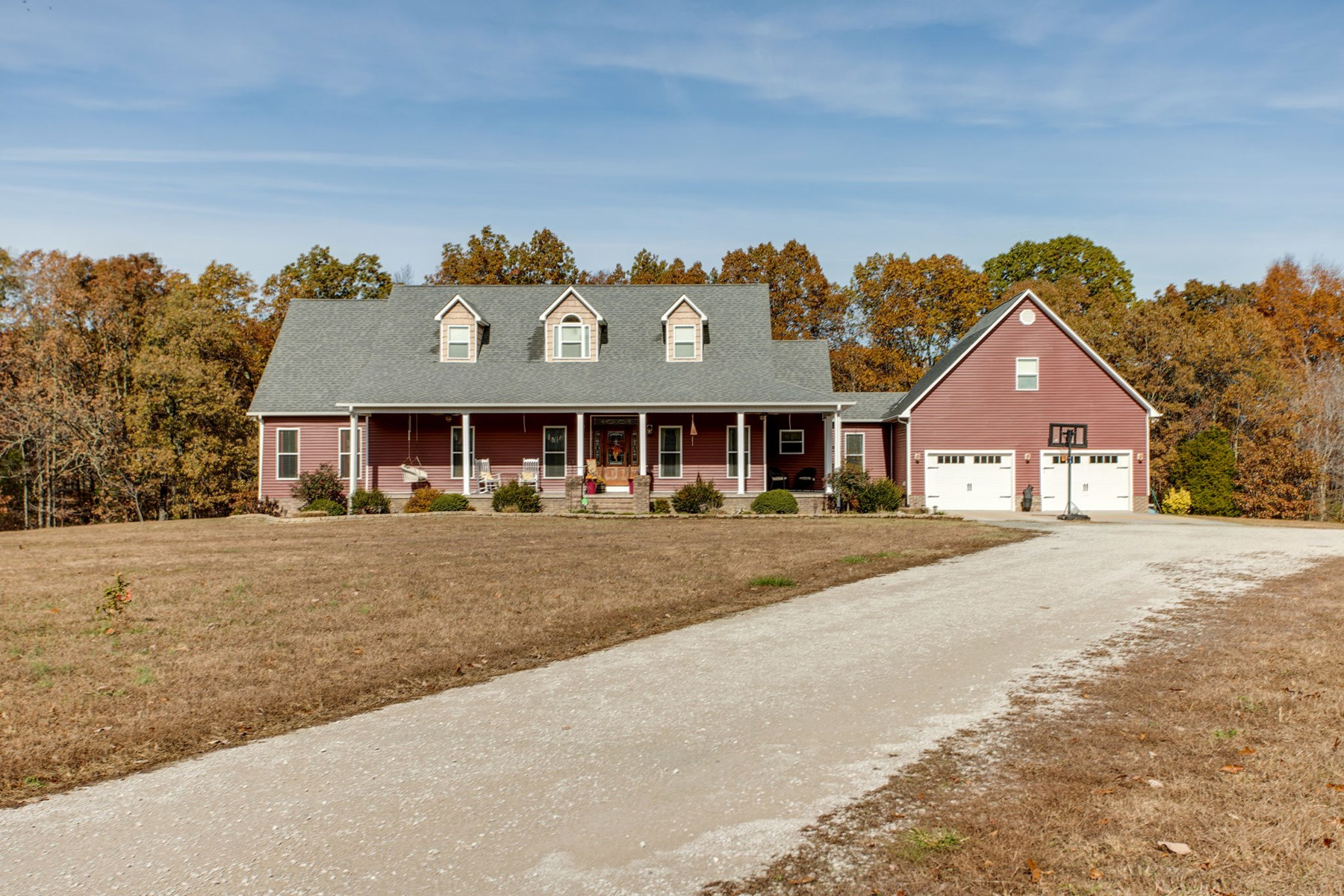 Country Home with Acreage Lewis County Hohenwald, Tennessee