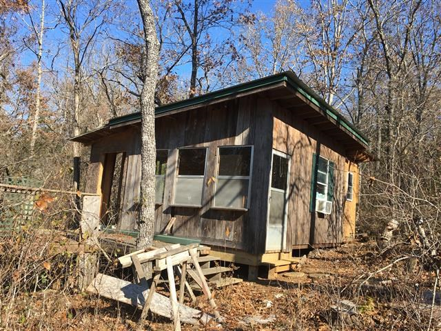 2 CABINS & 2.4 ACRES OF RECREATIONAL LAND AT EMINENCE, MO