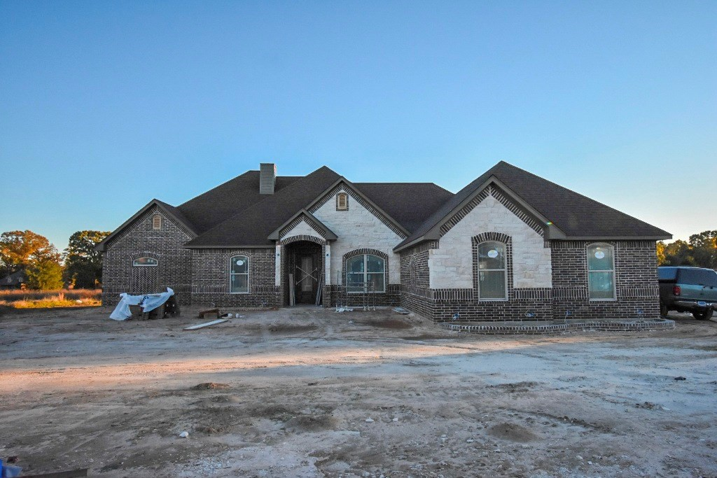 BEAUTIFUL SPEC HOME LOCATED IN GOLF COURSE COMMUNITY
