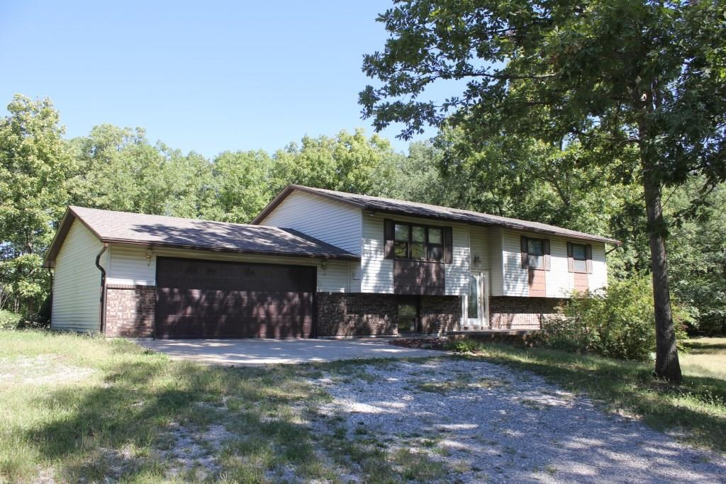 5 BR, 3 BA Country Home on Acreage Sturgeon MO