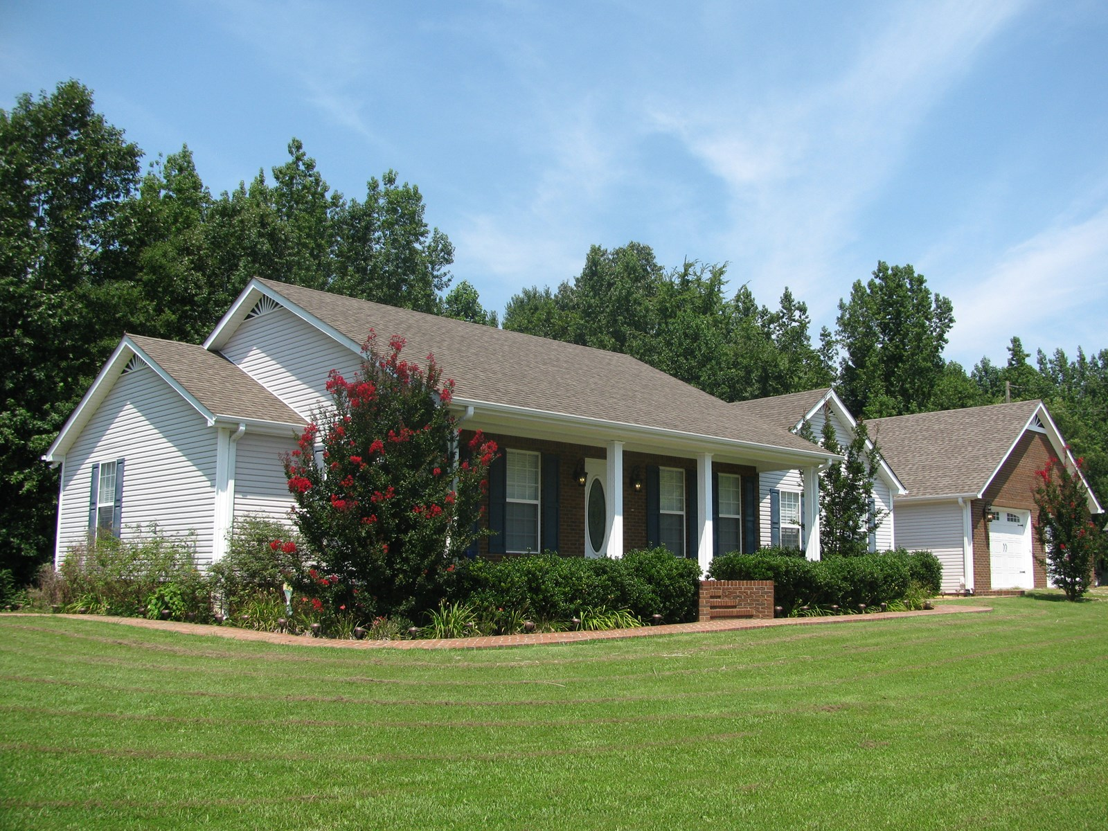 3 BEDROOM COUNTRY HOME FOR SALE IN ADAMSVILLE, TN