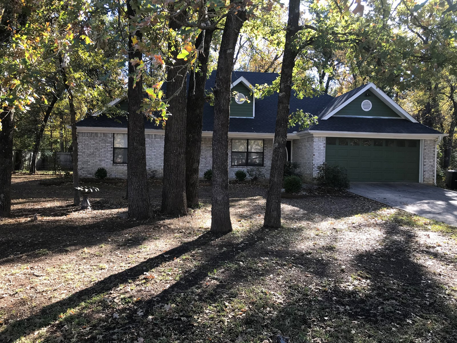 Beautiful Updated Home In Town Located In Paris Texas