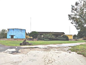 COMMERCIAL WAREHOUSE ON 13 ACRES FOR SALE OR LEASE PALESTINE