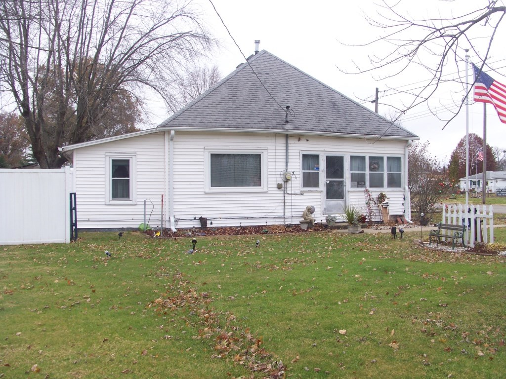 2 Bedroom, 1 Bath Home on 2 Lots MAKE OFFER!