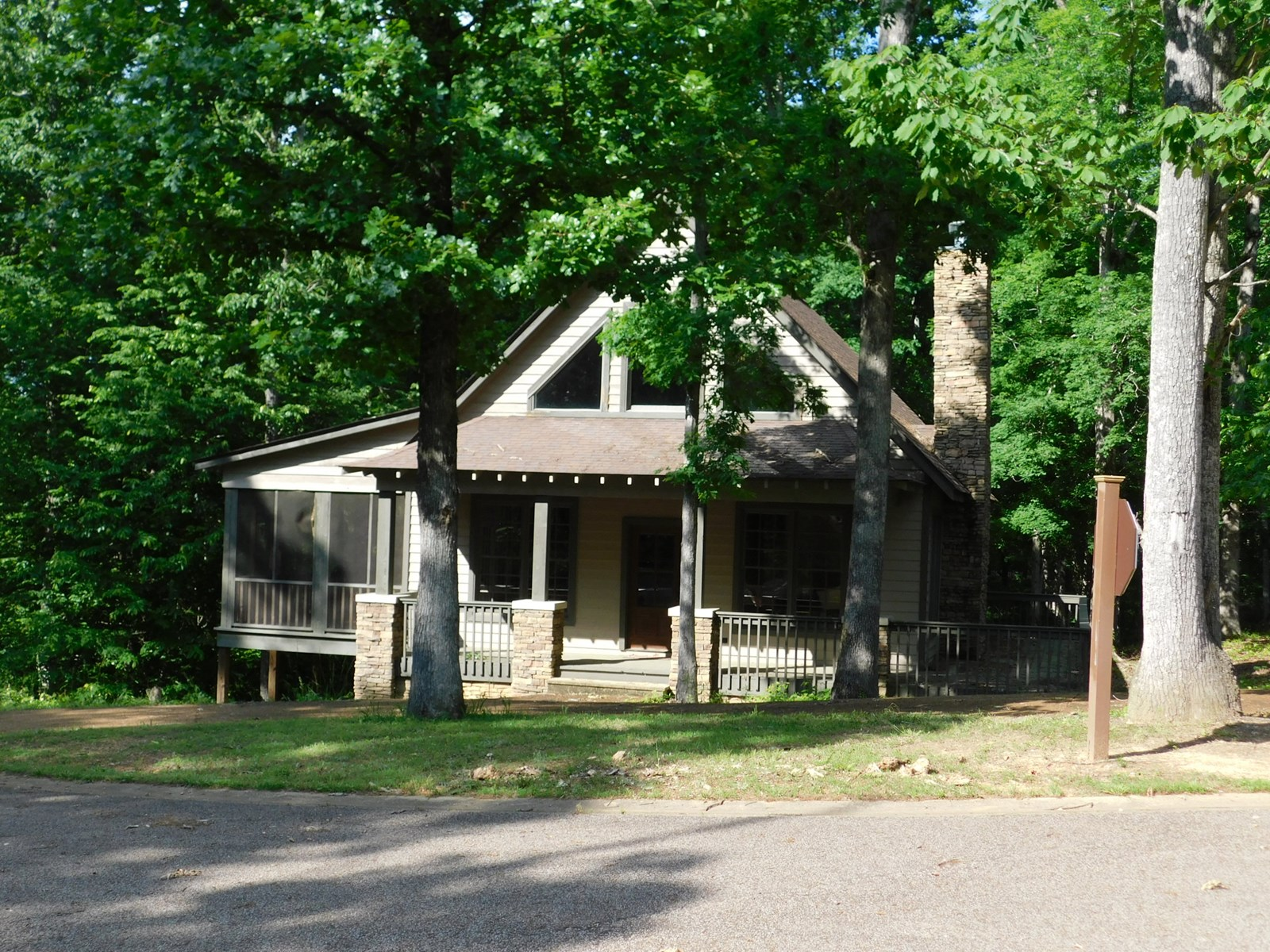 CABIN FOR SALE IN TENNESSEE NEAR PICKWICK LAKE, GATED RESORT