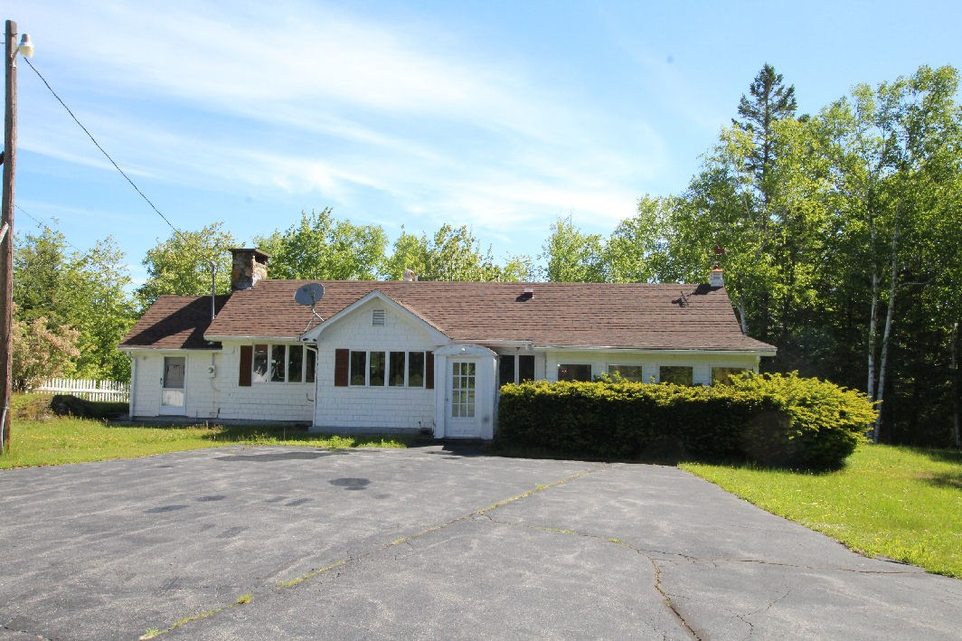 Coastal Ranch For Sale in Maine