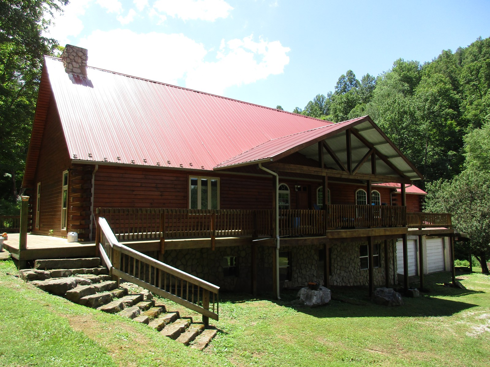Spectacular Private West Virginia Log Home and 72 Acres