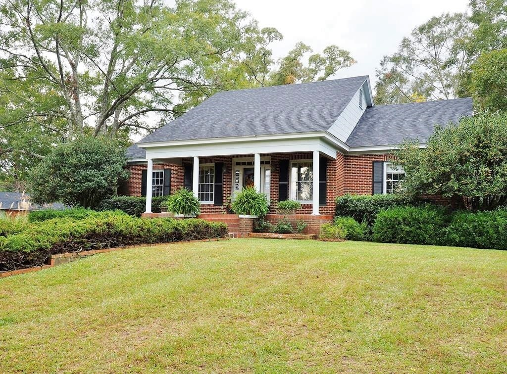 3 Bed 2.5 Bath Classic Beautiful Southern Home in Town SW MS