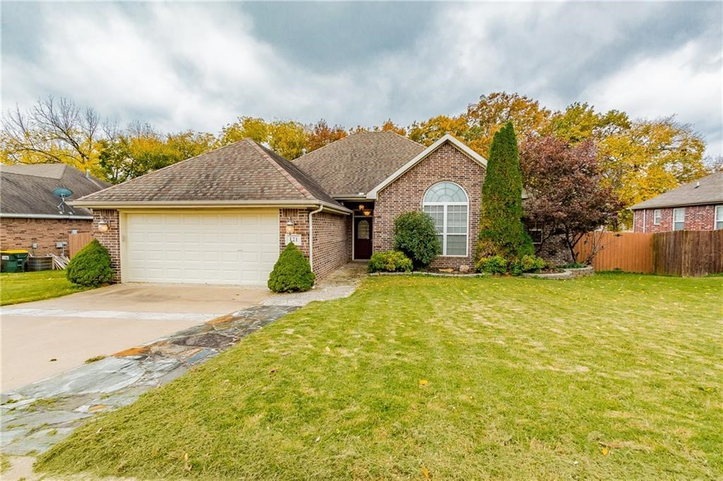 Home on large lot in Centerton, Arkansas with many amenities
