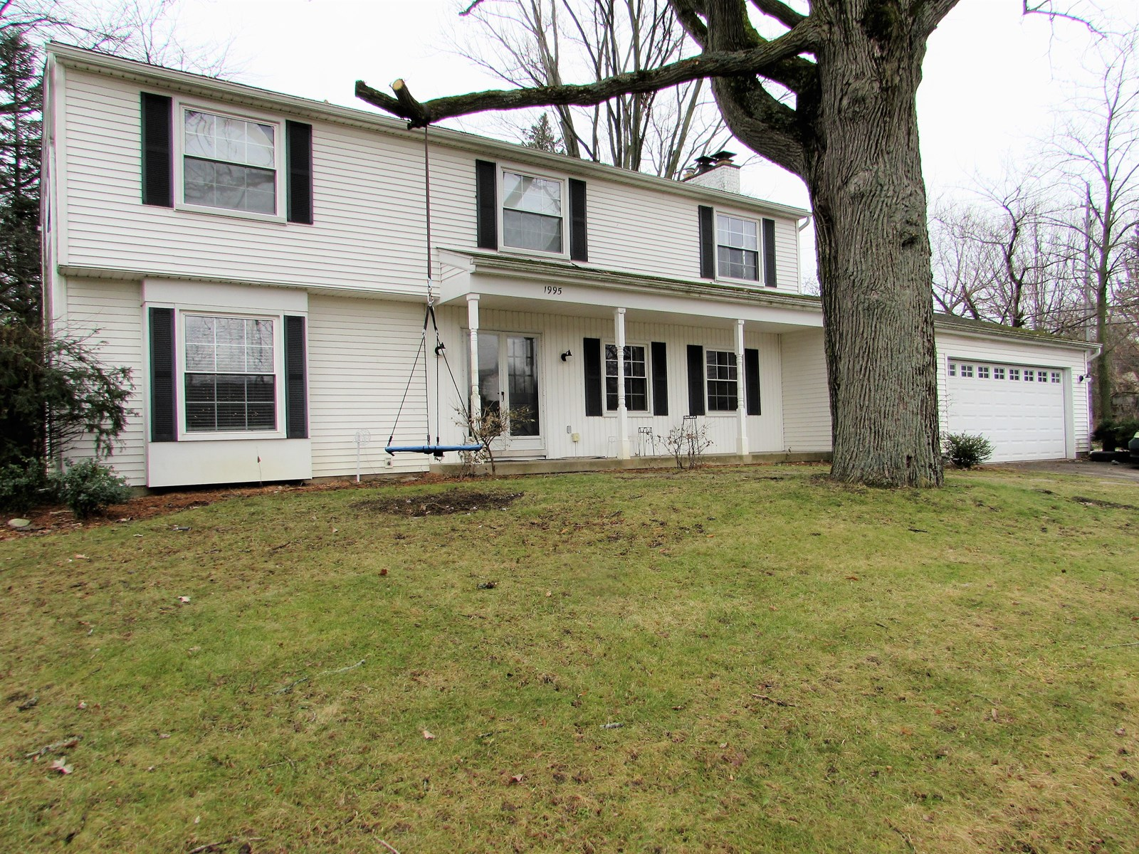 Spacious Rochester Hills Colonial!