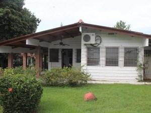 BEAUTIFUL HOUSE WITH BEAUTIFUL GARDEN CORONADO PANAMA